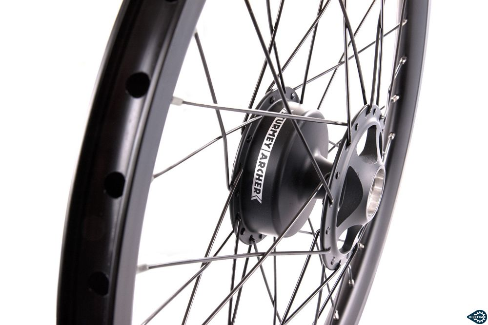 Front wheel for single side axle carrier 20 inch with 70 mm drum brake, right